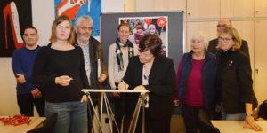 Unterschrift der Erklärung für gebührenfreie Kitas